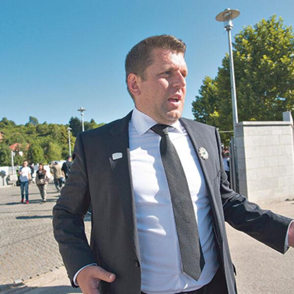 LICEMERI IZ SREBRENICE Srbija im dala 5 miliona, a sad u Potočare može samo Čeda!