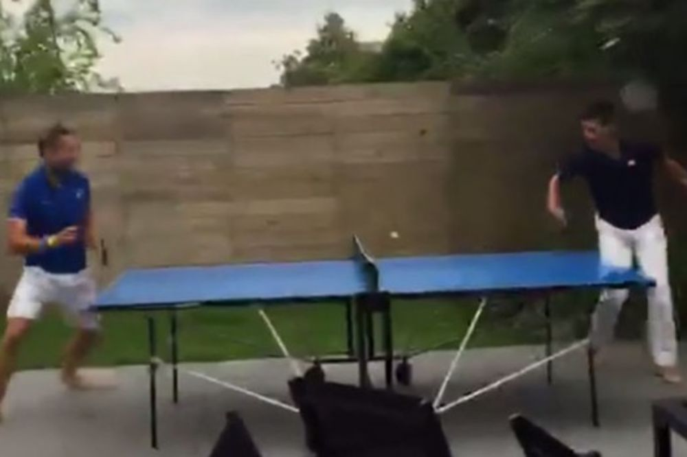 (VIDEO) NOVAK NE VOLI DA GUBI: Pogledajte kako sa drugarom igra stoni tenis