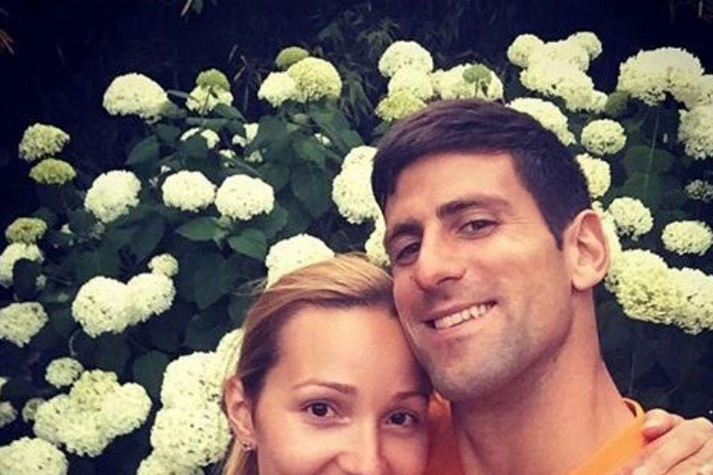 (FOTO) OKUPILO SE DRUŠTVO: Evo kako su se Novak i Jelena Đoković proveli na koncertu slavnog pevača