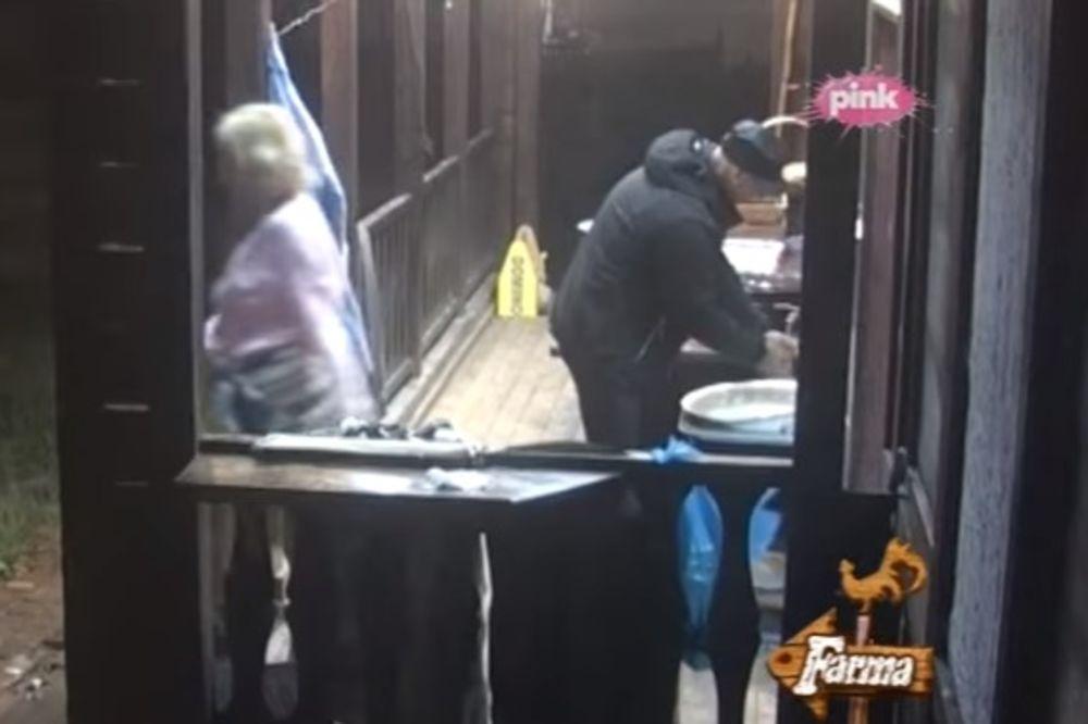 (VIDEO) JELENA NE ODUSTAJE: Polila Mikija vrelom vodom, a sad preti tužbom