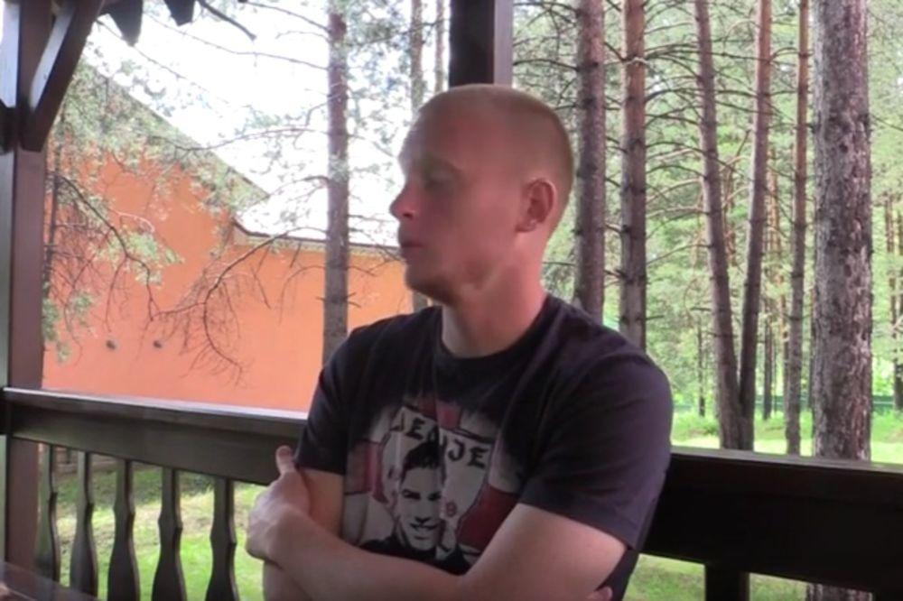 (VIDEO) Bivši igrač Vojvodine tokom intervjua u Rusiji nosio majicu Delija sa likom Marka Ivkovića