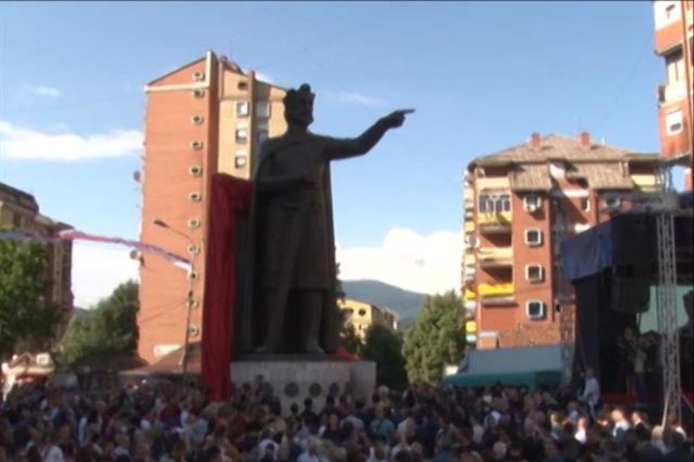 OTKRIVEN SPOMENIK KNEZU LAZARU: Srbi će ostati na Kosovu i Metohiji