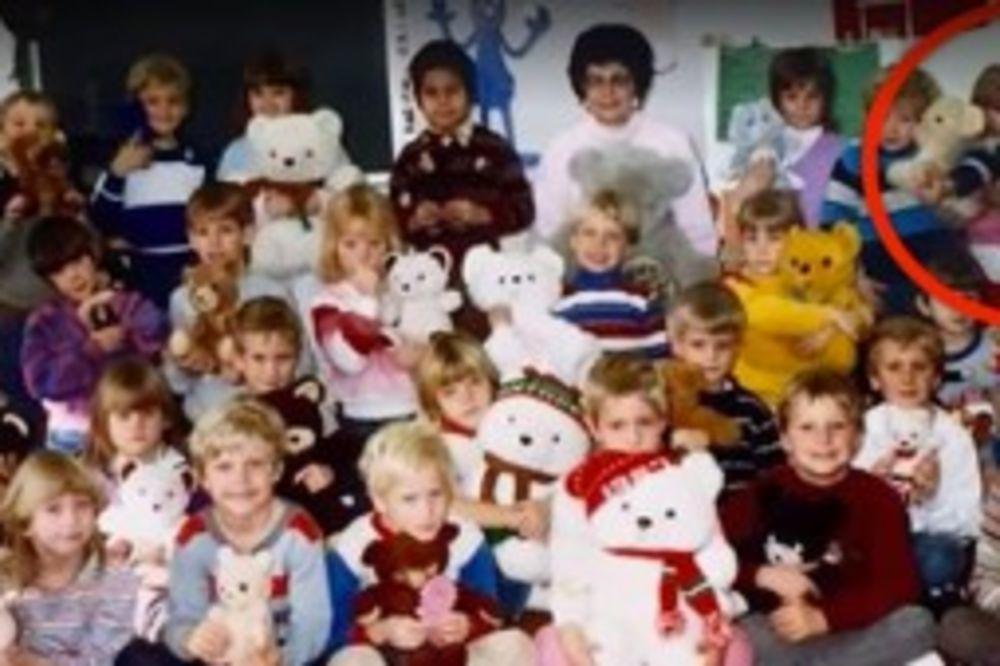 KLINCI SU POZIRALI ZA OVU FOTOGRAFIJU: 30 godina kasnije, učiteljica je pogledala sliku i ...