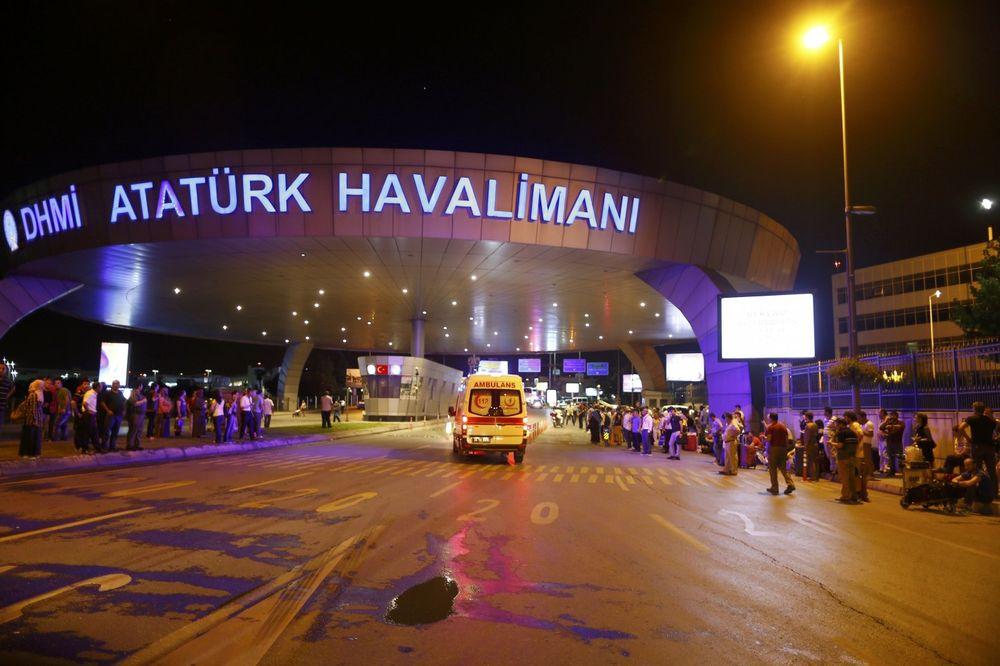 (VIDEO) POPRIŠTE MASAKRA U ISTANBULU: Trenutak straha posle eksplozije