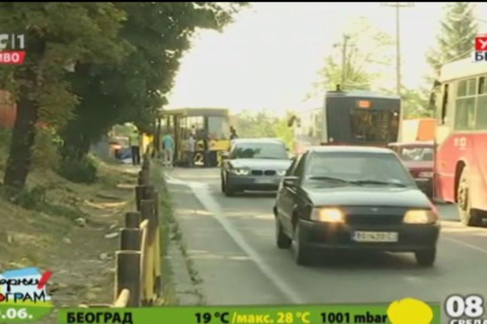 NESREĆA U BULEVARU KRALJA ALEKSANDRA: Vozaču GSP pozlilo, pa sleteo s puta, 4 povređena i 1 dete!