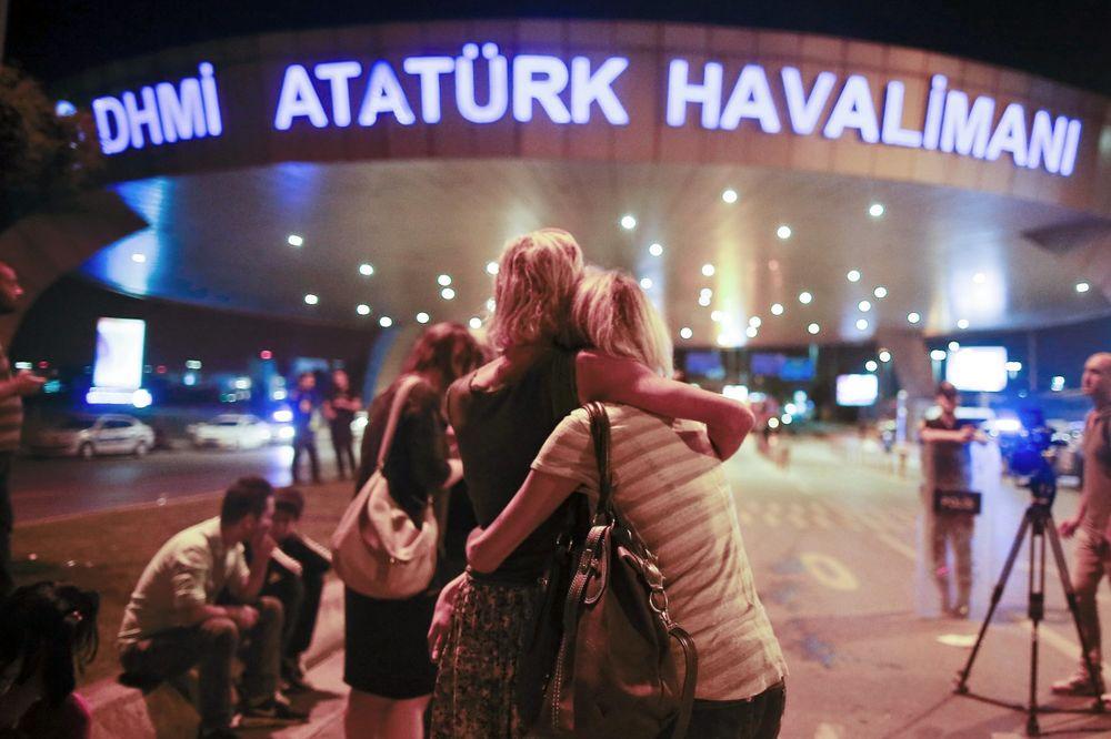 STRAVIČNE ISPOVESTI IZ ISTANBULA: Krvi je bilo svuda, bili smo lice u lice sa bombašem