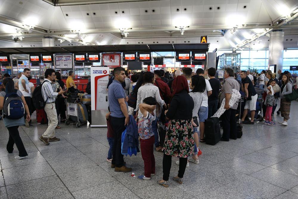 (FOTO) DAN POSLE Aerodrom Ataturk se vraća u normalu, dnevna svetlost otkrila razmere štete