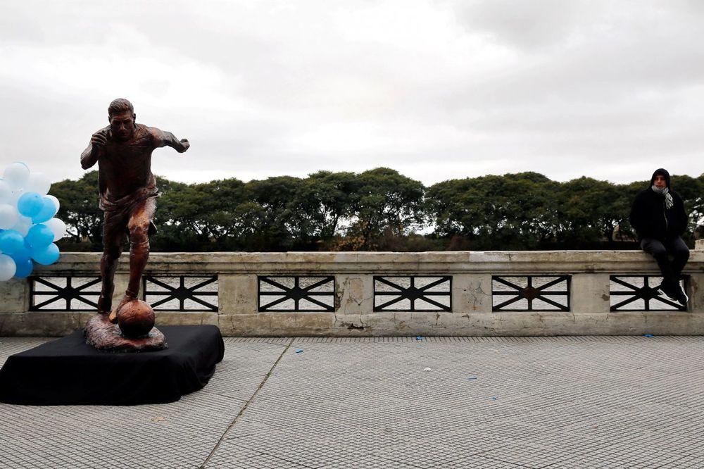 (FOTO) OSVANULA BISTA U BUENOS AJRESU: Bronzani Mesi moli pravog da ostane u reprezentaciji