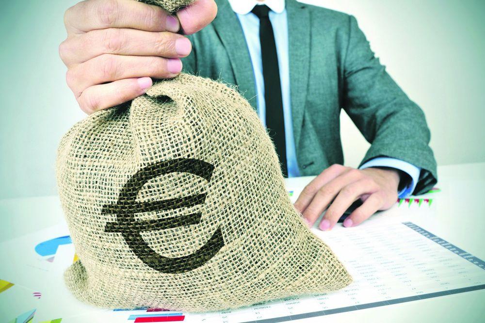 BRISEL UKIDA VALUTE: Komšijama uvode evro, Srbija profitira