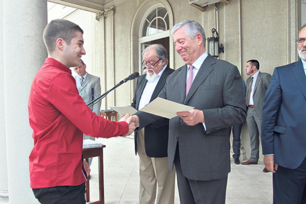 Karađorđevići nagradili 500 najboljih maturanata