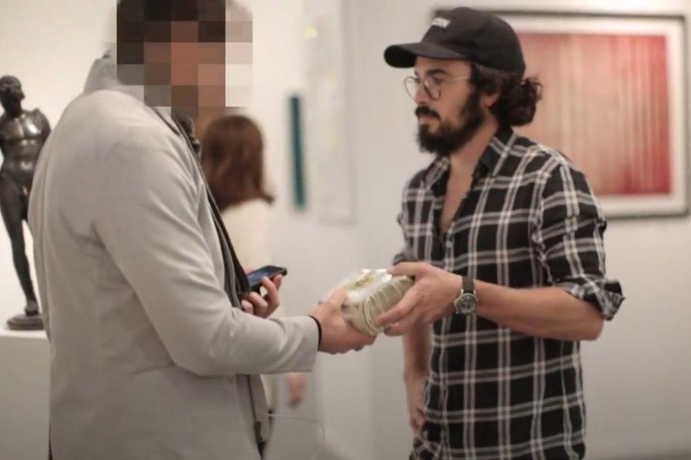 (VIDEO) IZLOŽBA LICEMERJA: Pojavio se sa 1.000.000 $ i svi su mu glumili prijatelja
