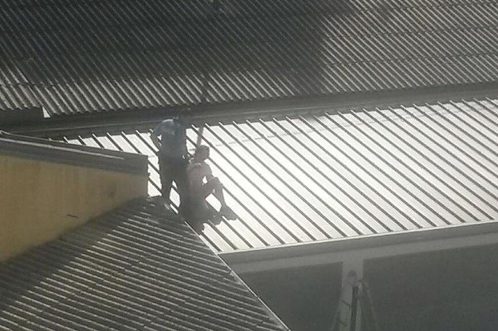 MORAO NEGDE DA ODMORI: Turista zaboravio ključ od apartmana, pa odlučio da prespava na krovu