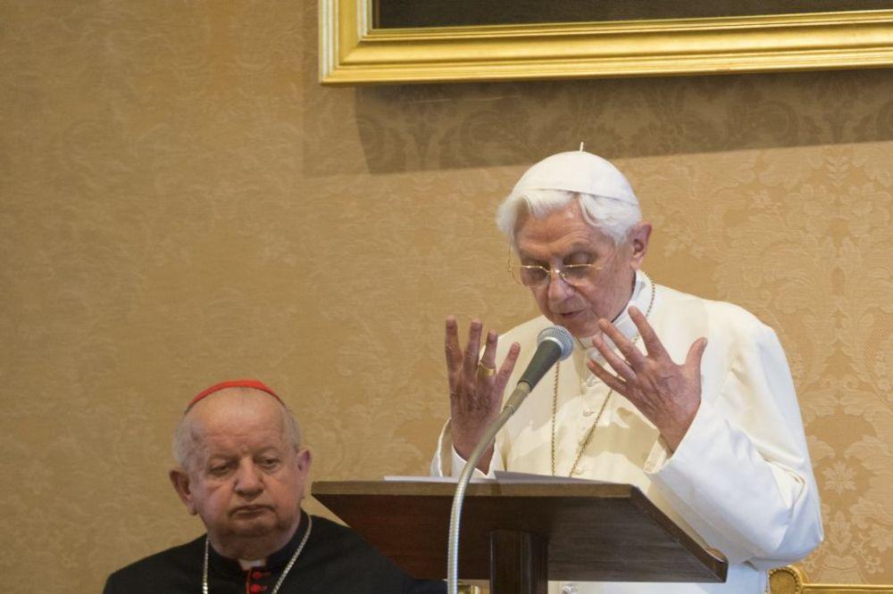PAPA BENEDIKT XVI PRIZNAO: U Vatikanu postoji moćni gej lobi!
