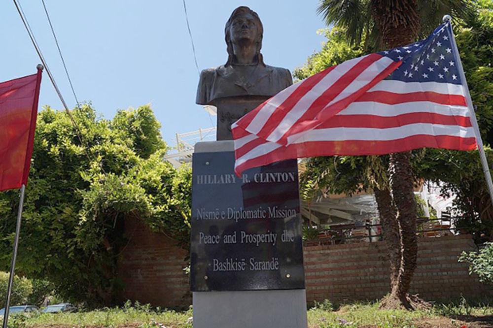 Nije još ni izabrana: Hilari Klinton dobila spomenik u Albaniji (FOTO, VIDEO)