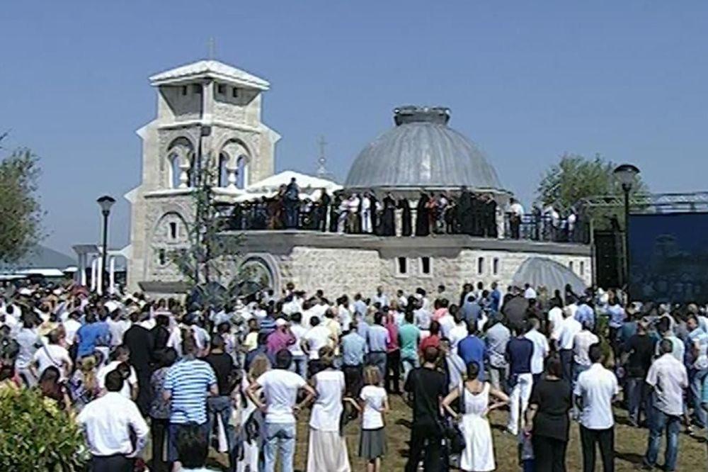 SRPSKO DRUŠTVO PREBILOVCI: Nepoznate osobe uništavaju okolinu crkve i zastrašuju Srbe