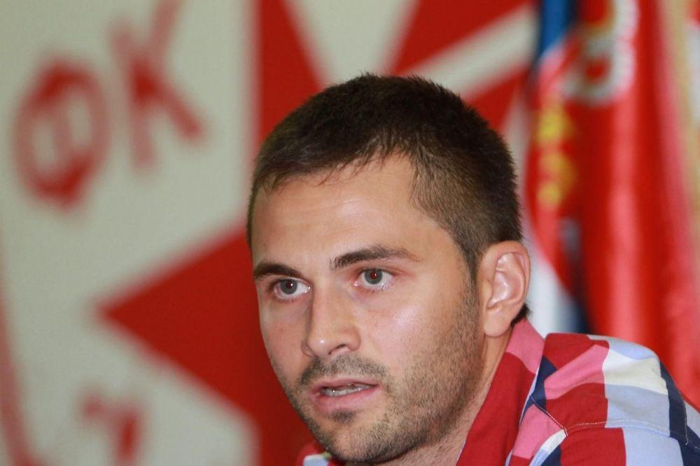 (FOTO) ZVEZDA I DELIJE NE ZABORAVLJAJU: Tužna godišnjica prerane smrti Gorana Gogića