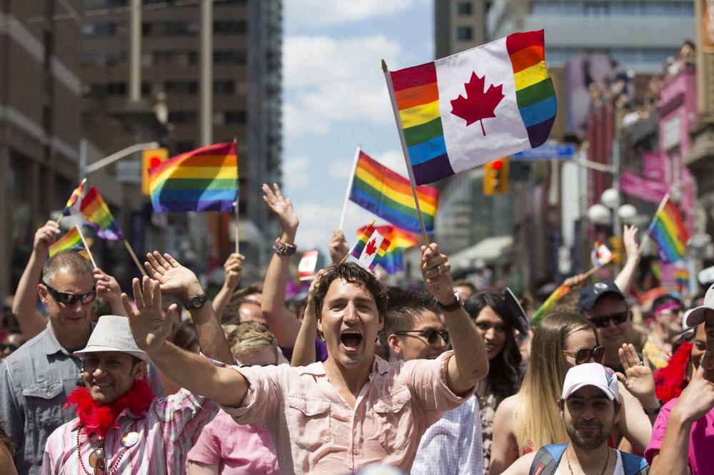 (VIDEO) TORONTO U DUGINIM BOJAMA: Premijer Trudo na čelu kolone gej parade