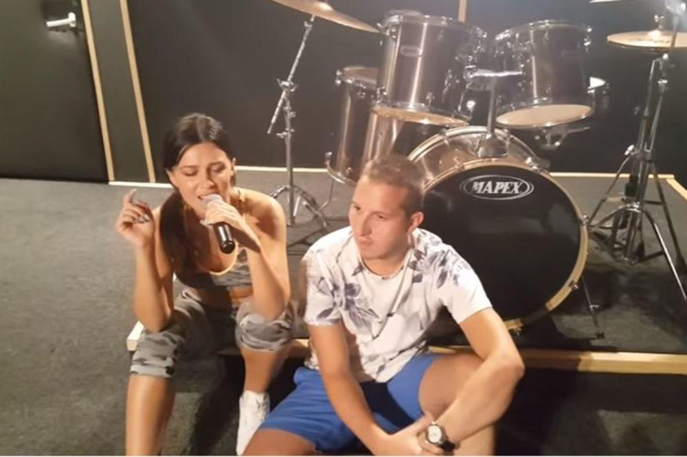 (VIDEO) JK DOBILA KONKURENCIJU: Poslušajte kako Stanija peva uživo