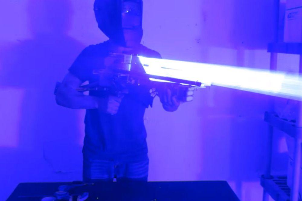 (VIDEO) Napravio lasersku bazuku 33 miliona puta jaču od Sunca