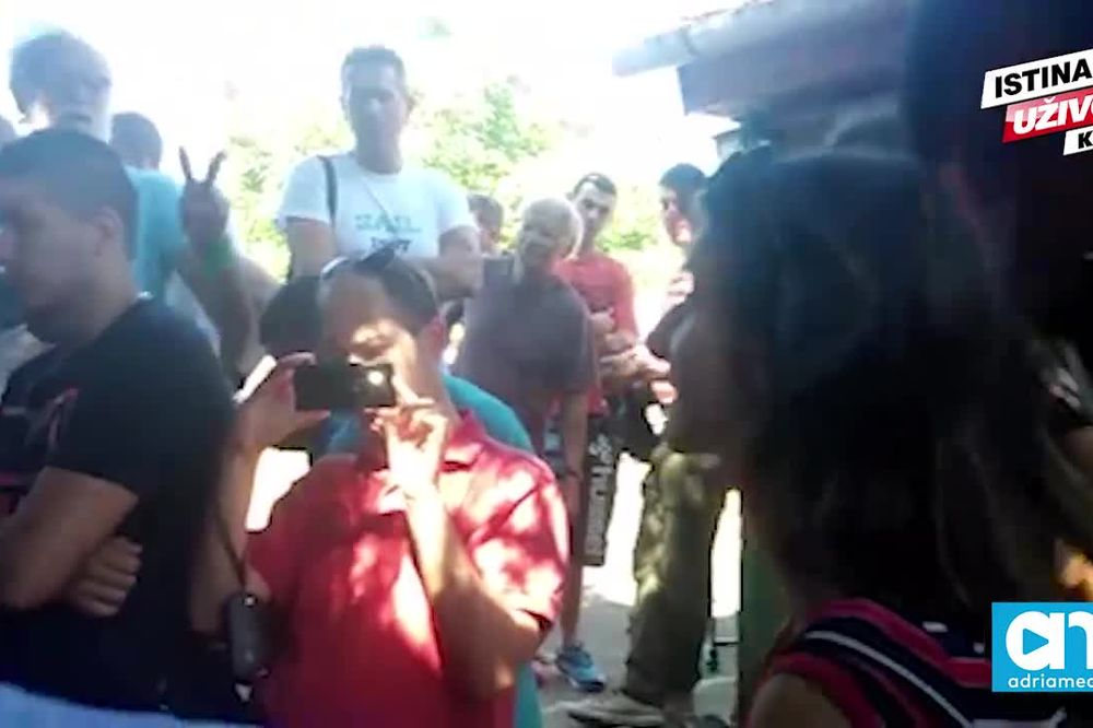(KURIR TV) TUGA U SALAJKI: Pogledajte kako ćerka Ljubičića moli da ih ne izbace iz kuće