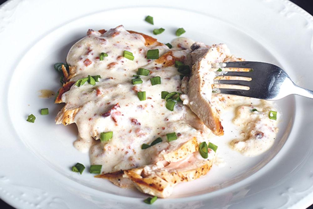 Piletina u jogurt-sosu i brzi sladoled Džejmija Olivera