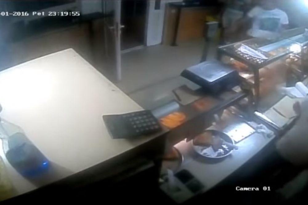 (VIDEO) VANDALIZAM U PRIJEPOLJU: Trojica nasilnika napali pekaru, pretili bombom