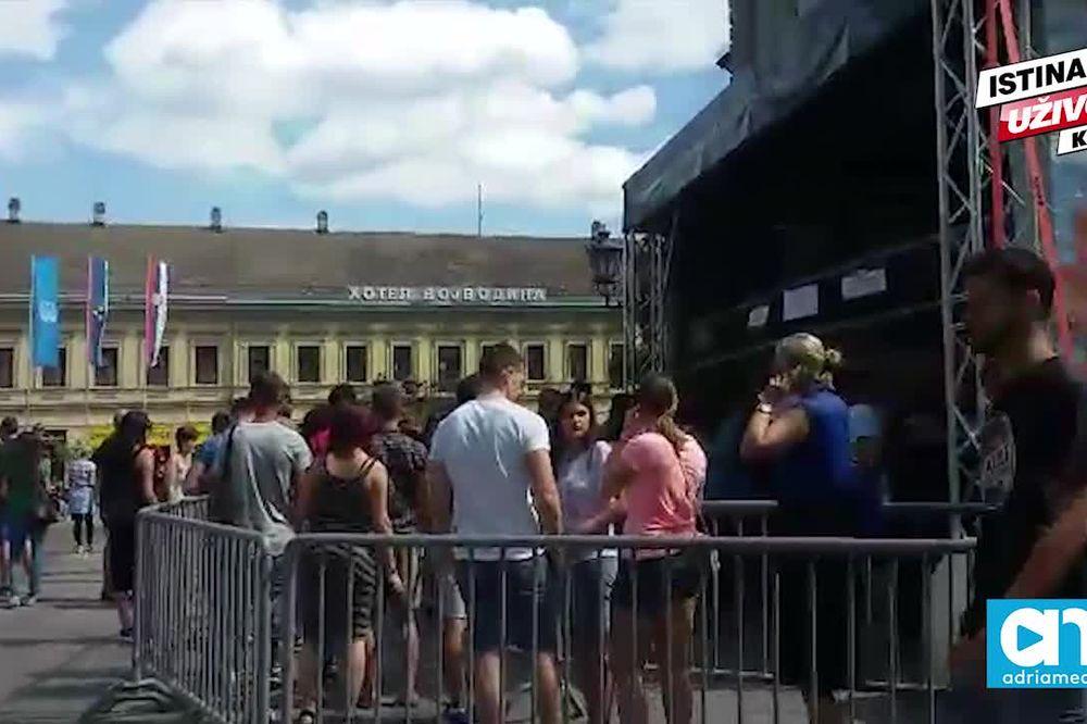 (KURIR TV) SVE SPEMNO ZA NAJVEĆI SPEKTAKL: Pogledajte kakva je atmosfera pred početak Exita