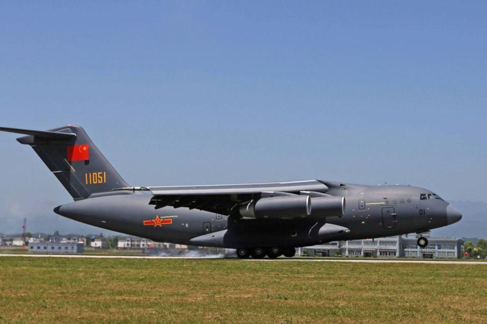 Nosi i do 200 tona: Kina predstavila najveći vojni avion domaće proizvodnje (FOTO, VIDEO)