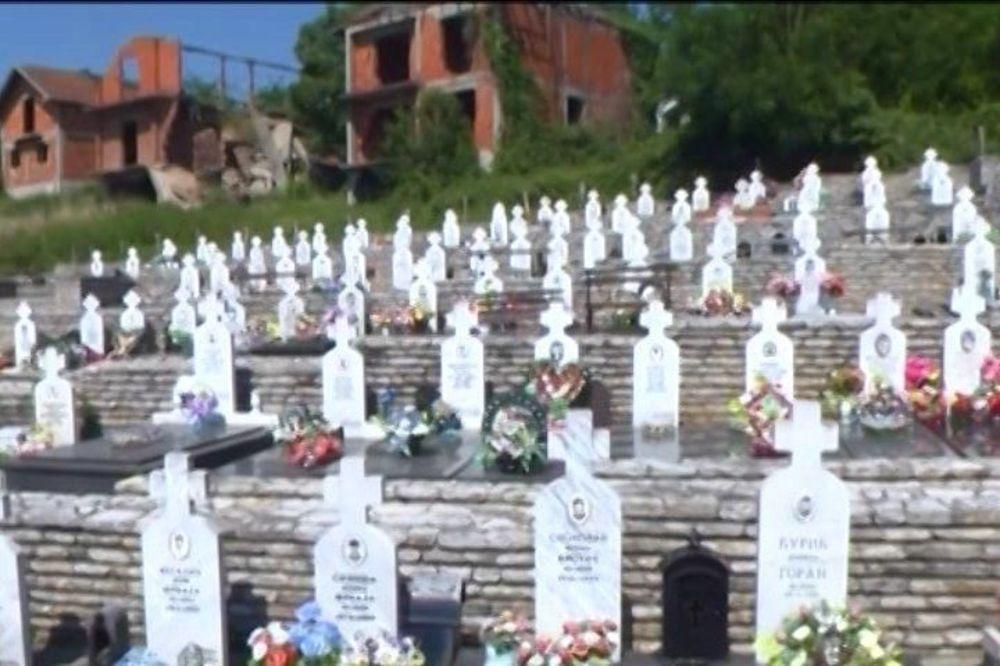 POLOŽENO CVEĆE U ZNAK SEĆANJA: U Bratuncu obeleženo stradanje 3.500 Srba