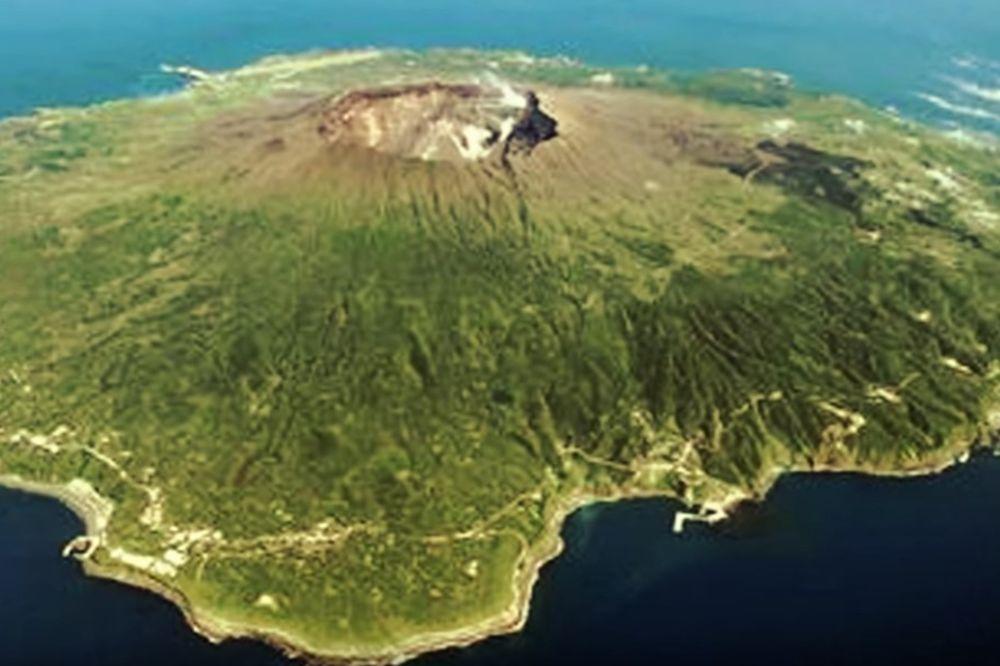 ŽIVOT U OBLAKU CRNOG DIMA: Na ovom ostrvu ljudi stalno moraju da nose gas maske