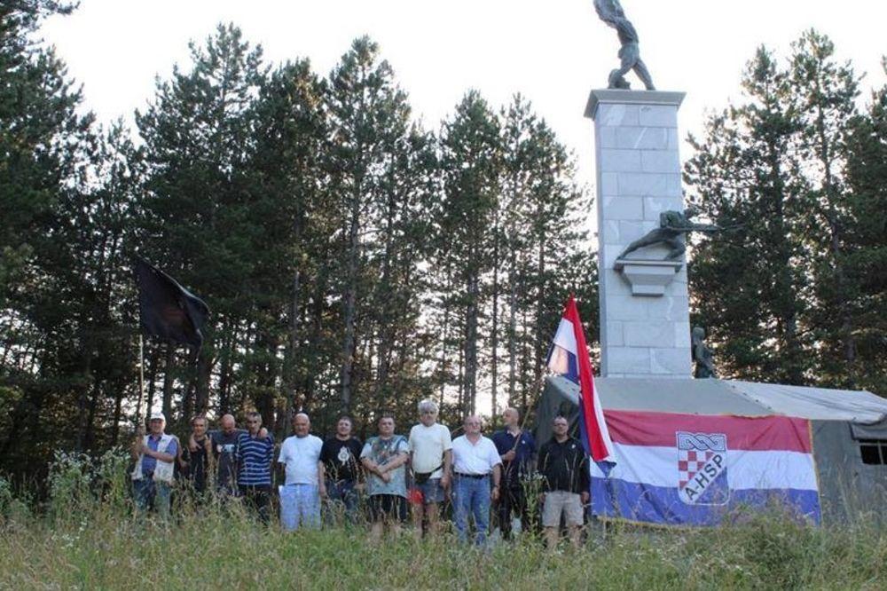 USTAŠE KAMPUJU U SRBU: Uz dozvolu policije, okupili se da spreče obeležavanje Dana ustanka