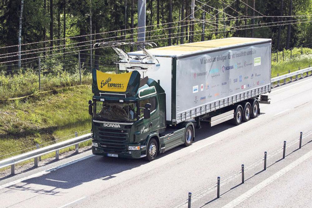 ŠVEĐANI NAPRAVILI AUTO-PUT NA STRUJU: Kamioni će postati trolejbusi na otvorenom putu!