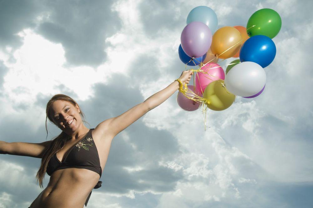 U MANIJAČKOJ POTRAZI ZA SREĆOM Mahnito su se sudarali dok su tražili balon sa svojim imenom, a onda