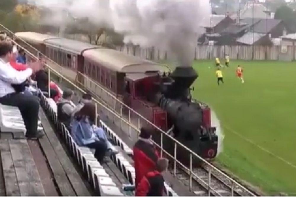 (VIDEO) OVO NEMA NI U SRBIJI: Zamislite da s tribine ne vidite gol... Od voza!