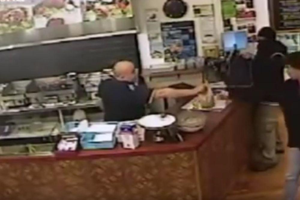 (VIDEO) UŠAO SA PIŠTOLJEM DA OPLJAČKA LOKAL: Ovakvu reakciju vlasnika nije očekivao