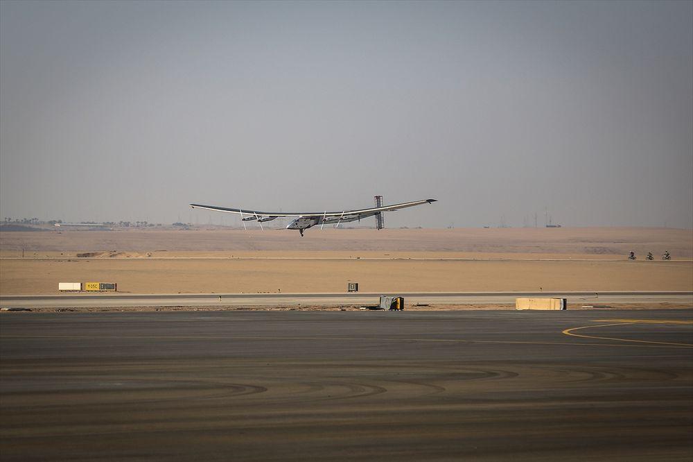 (VIDEO) PUT OKO SVETA SE BLIŽI KRAJU: Solarni avion sleteo u Kairo