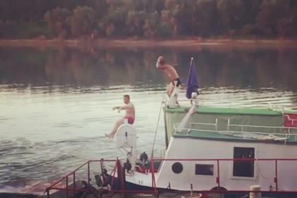 (VIDEO) ŠIJANOVE AKROBACIJE: Mirko skakao u vodu, a drugar...