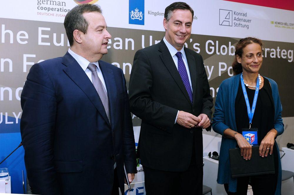 KONFERENCIJA U BEOGRADU Dačić: Želimo u EU, ali nismo u mogućnosti da podržimo sve njene odluke