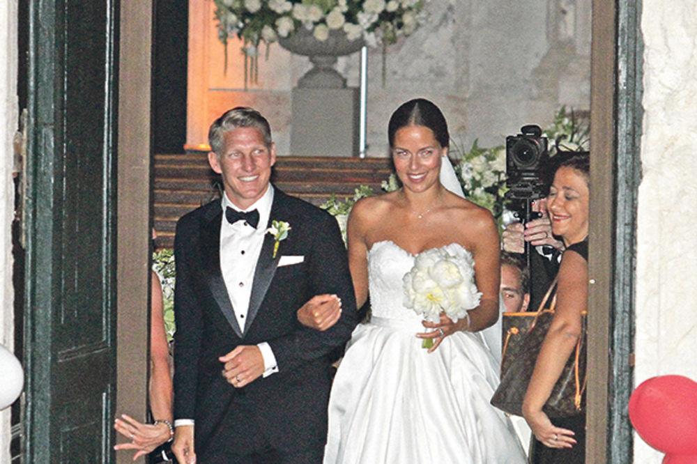 (FOTO) ANA, GDE TI JE BURMA: Lepa teniserka razdvojila se od Bastijana i skinula venčani prsten