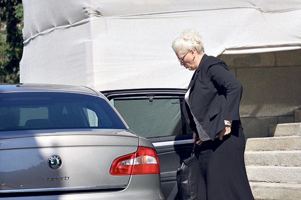 RASIPNICI: Jorgovanka kupuje tri luks automobila!
