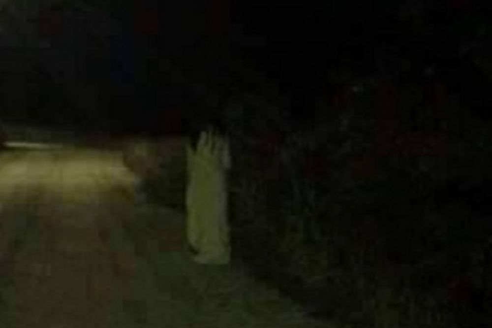 (VIDEO) DEMONI ZAPOSELI GRAČANICU: Čim padne prvi mrak ljudi se u panici zatvaraju u kuće!