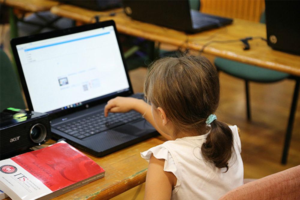 HUMANOST NA DELU: Učenici ITHS-a oduševili mališane iz Dečjeg sela