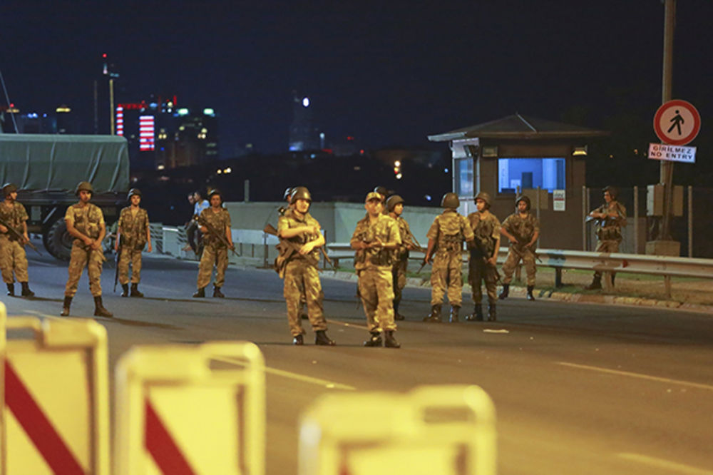 (VIDEO) BAČENA DRUGA BOMBA NA TURSKI PARLAMENT: 12 poslanika ozbiljno povređeno