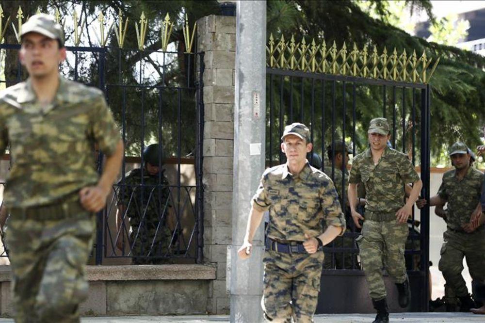 NA POMOLU NOVI SUKOB GRKA I TURSKE: Grčka hoće da pruži azil odbeglim pučistima
