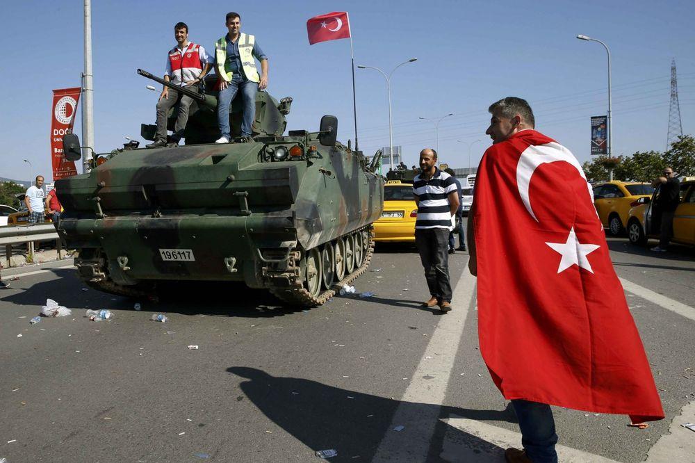 TURSKA OPTUŽUJE: CIA i FBI obučavali Gulanove pristalice da organizuju puč