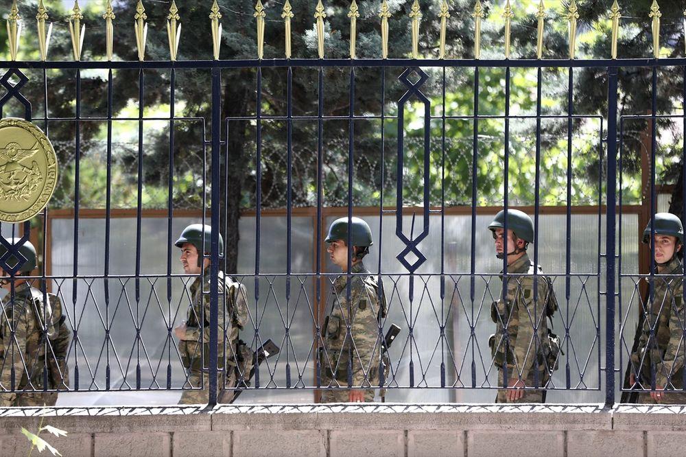 UHAPŠEN I GENERAL: Dolijao i čovek za koga turske snage tvrde da je vođa puča