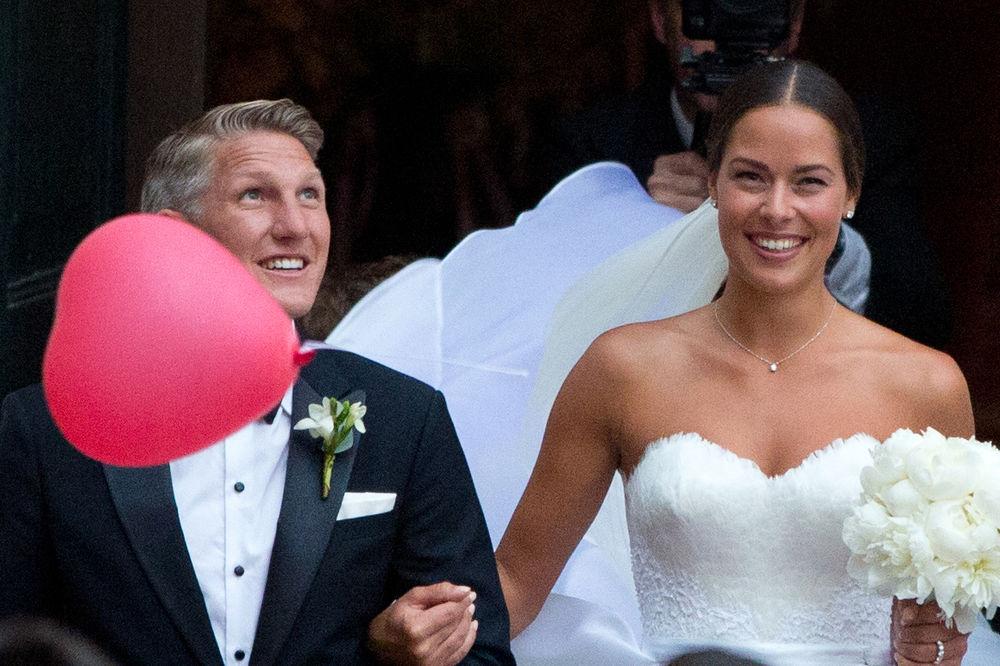 (KURIR TV) POSLE OVOG ĆETE GA ZAVOLETI: Evo kako se Švajni spremao za svadbu sa Anom