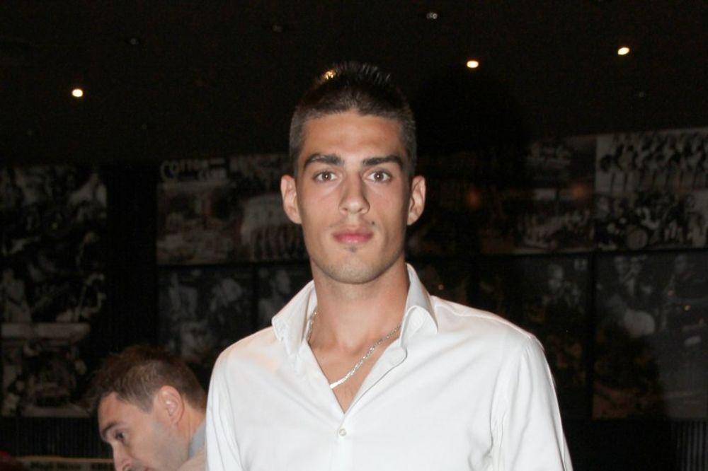 (FOTO) PORODIČNA IDILA: Evo kako Vujadin Savić provodi vreme sa klincima