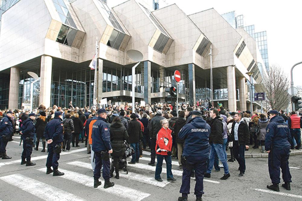 POLICAJCI ZADUŽENI DO GUŠE ZBOG ŠVAJCARACA: Apel policijskog sindikata!
