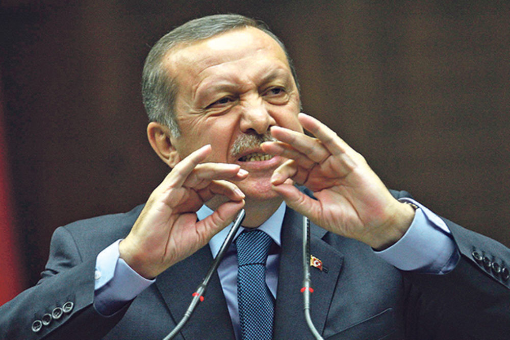 ERDOGAN NASTAVLJA ODMAZDU U TURSKOJ: Izdat nalog za hapšenje 42 novinara!